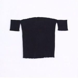 Tops - Black off shoulder crop top